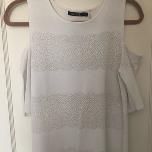 """Nic + Zoe white knit """"cold shoulder """" size S top."""